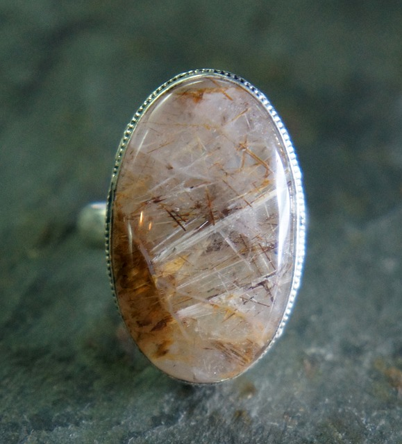 rutilated-quartz-665262_640